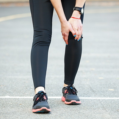 Runner suffering from an IT Band Syndrome Pain